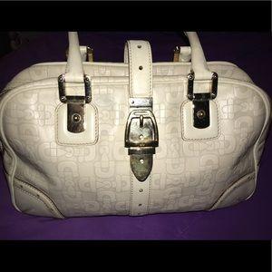 Off white Gucci shoulder bag.